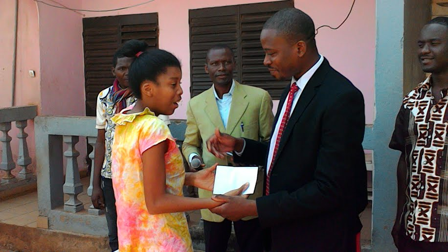Remise de dons au Centre «La Renaissance» à Yaoundé, Cameroun